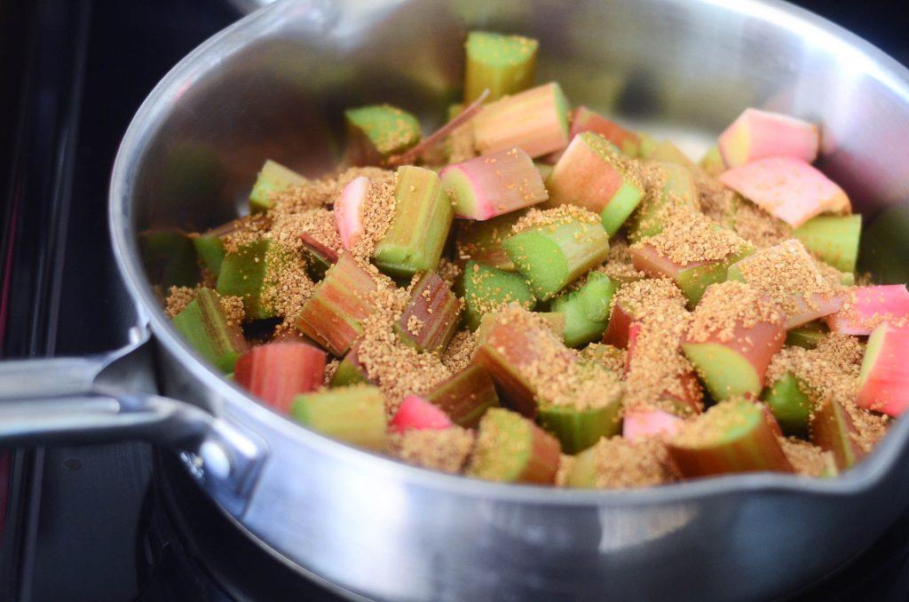 Rhubarb and Berry Crisp Recipe | The Elliott Homestead (.com)
