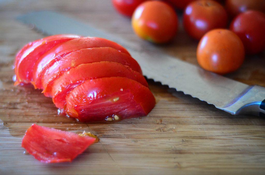 Sliced tomatoes | The Elliott Homestead (.com)