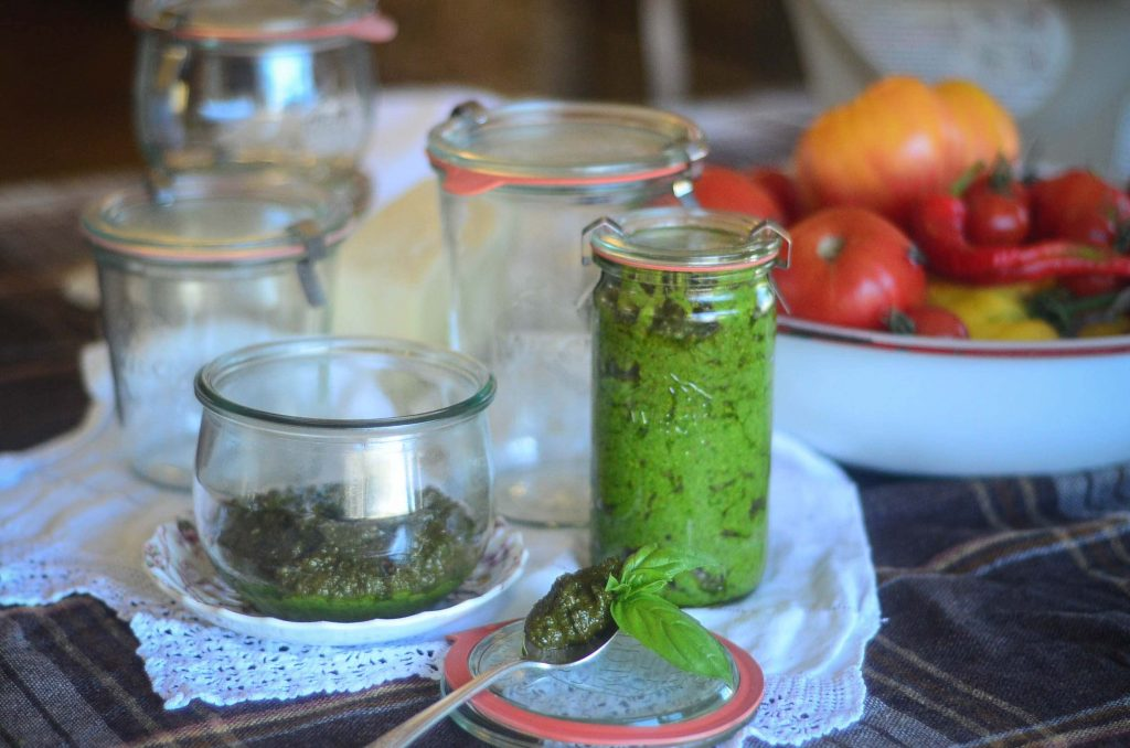Fresh pesto in Weck canning jars | The Elliott Homestead (.com)