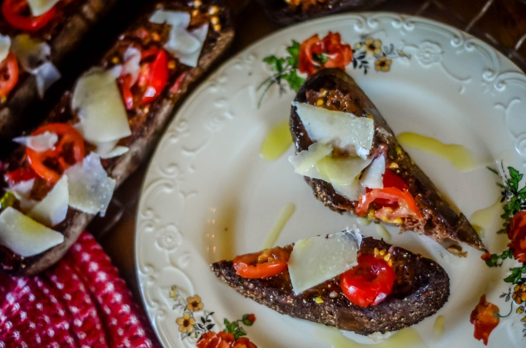 Crispy Bread with Tomato and Asiago | The Elliott Homestead (.com)