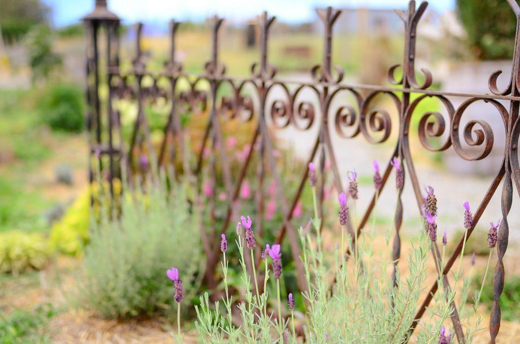 Farmhouse Cottage rod iron fence