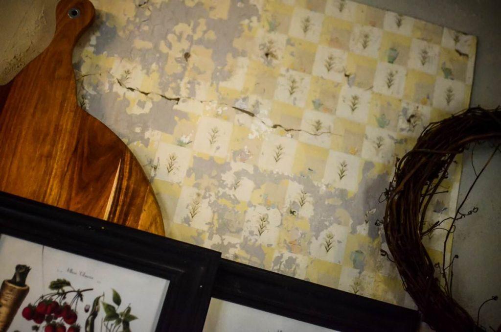 Vintage wallpaper in our cottage kitchen | The Elliott Homestead