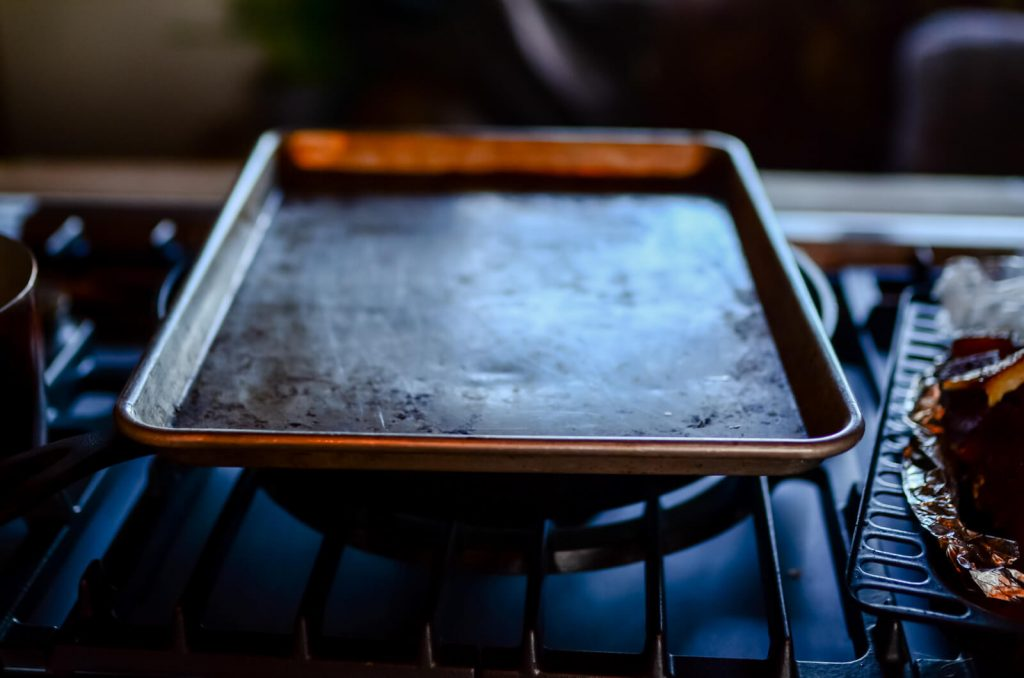 Sheet pan lid
