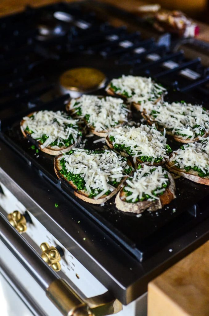 Broil the spinach toasts in the oven for 2 minutes