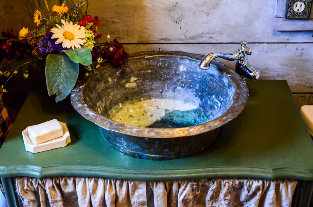 Farmhouse bathroom sink | The Elliott Homestead