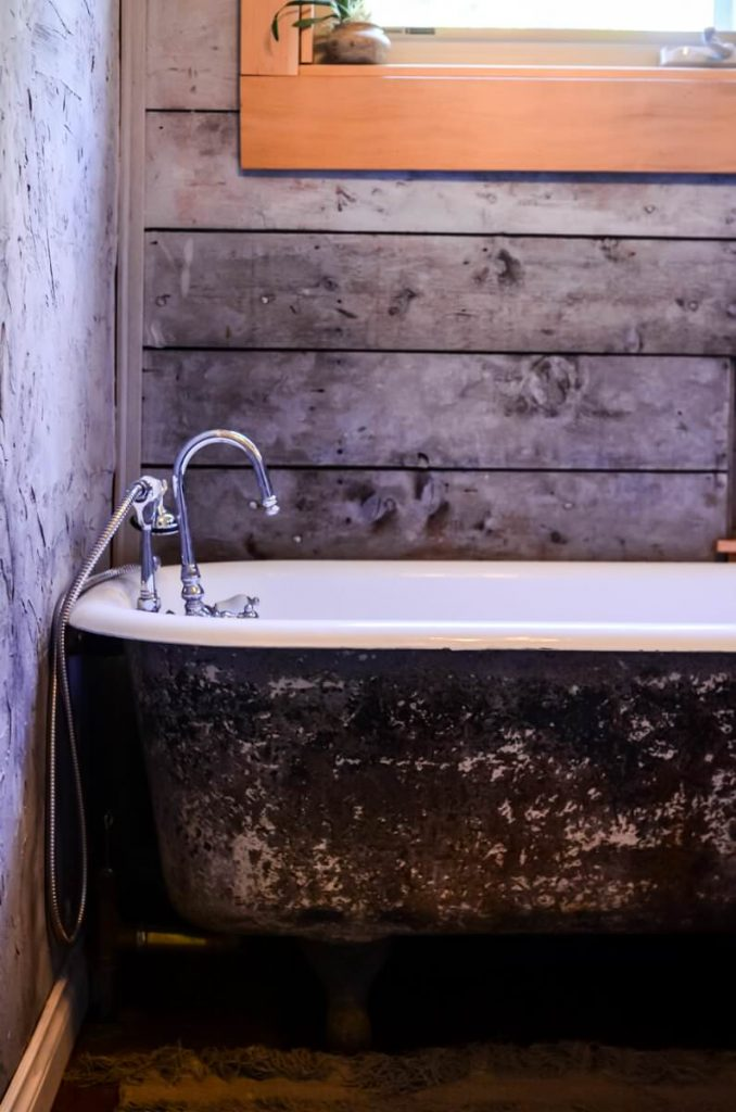 Vintage clawfoot tub in the cottage bathroom | The Elliott Homestead