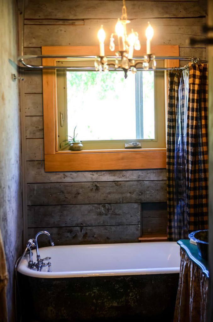 Farmhouse Bathroom | The Elliott Homestead