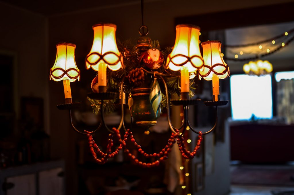 Christmas chandelier in the cottage kitchen | The Elliott Homestead